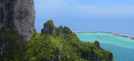 The St. Regis Bora Bora Resort : Vu du Mont Otemanu