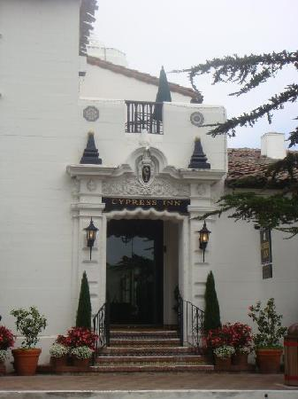 Cypress Inn: Front of Hotel