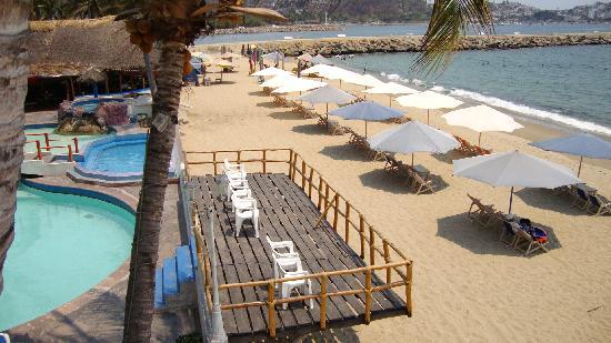 Marina Puerto Dorado Hotel: Playa asoleadero