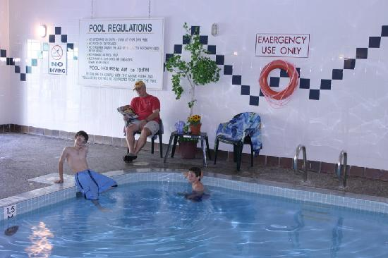 Griz Inn Sport: The Griz Inn - Indoor Pool
