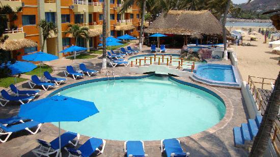 Marina Puerto Dorado Hotel: Alberca desde terraza Bellavista
