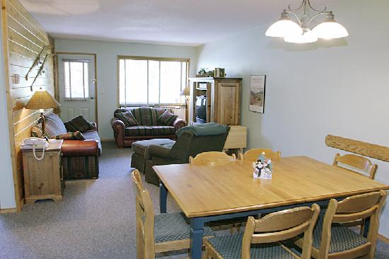 Griz Inn Sport: The Griz Inn - 1 Bedroom Suite