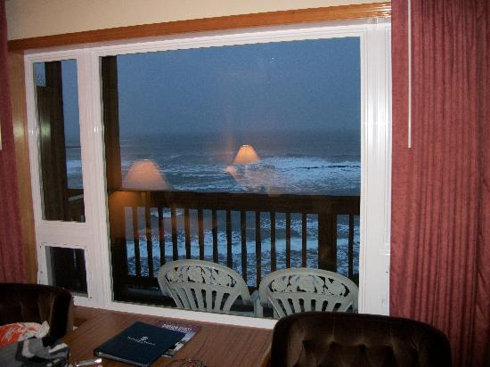Clarion Inn Surfrider Resort: balcony view from room