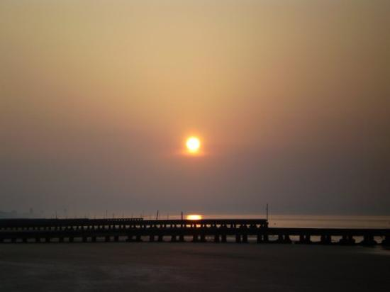 Jesolo, Italie : and the shadow of the day will embrace the world in gray and the sun will set for you