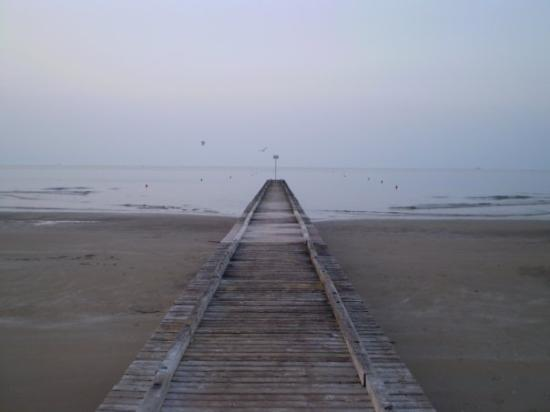 Jesolo, Italie : it goes deep into the sea