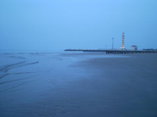 Jesolo, Italien: 5 o'clock in the morning, we were waiting for the sun