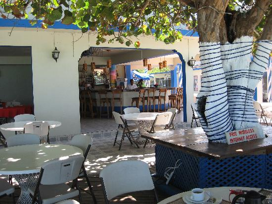 Travellers Beach Resort: Restaurant at resort
