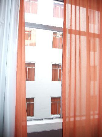 Hotel Vertigo: View from a Courtyard room - no view but quiet