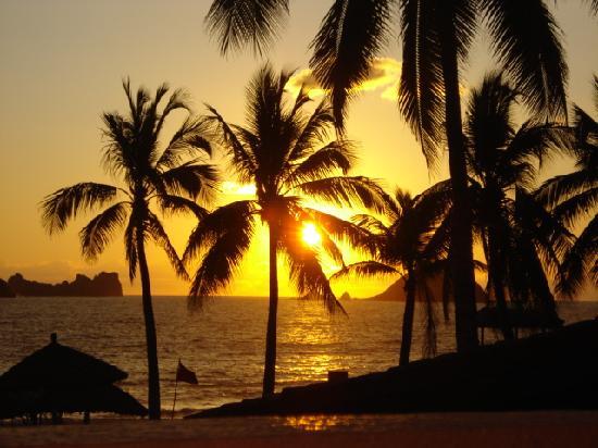 Holiday Inn Resort Ixtapa: Presidente sunset