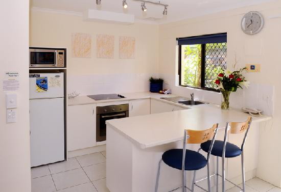 Wolngarin Holiday Resort Noosa: Fully Equipped Kitchen