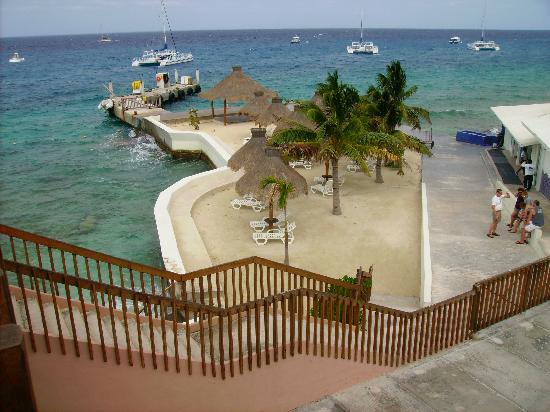 Casa del Mar Cozumel Hotel & Dive Resort: Here's that beach shown on the website!!  It's a DOCK BEACH!!
