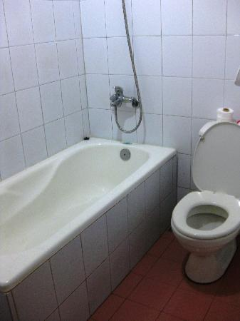Tran Ly: clean bathroom