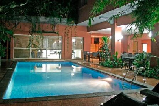Le Grand Mellis Hotel & Spa : La piscine de nuit