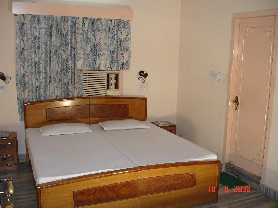 Hathroi Palace: The Rooms are Great.....