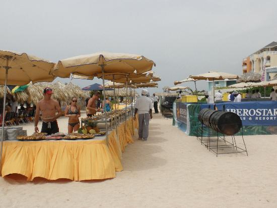 Iberostar Grand Hotel Rose Hall: beach bbq