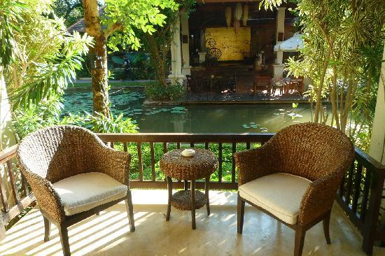 Lanna Dusita Boutique Resort by Andacura: Balcony of Superior facing the lobby area - not so private