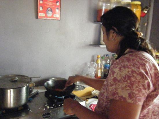 Heaven Guest House: Nisha in her kitchen