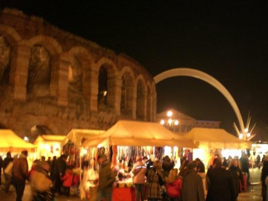 Arena di Verona: L'Arena con la Stella cadente.