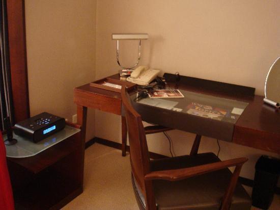 Les Suites Taipei Daan: Desk