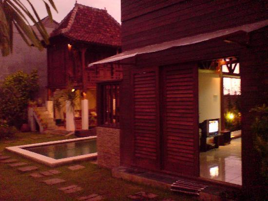 Villa Tiga: another angle