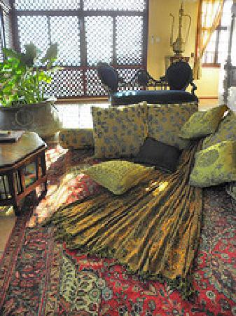 Zanzibar Palace Hotel: sitting area in room