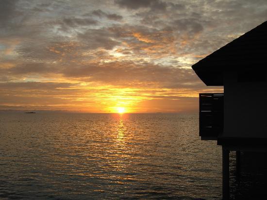 Robinson Club Maldives: Sonnenuntergang