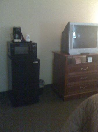 Comfort Inn Sonora : TV and coffee maker