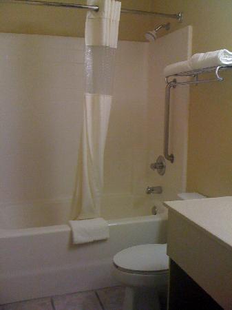 Comfort Inn Sonora: Bathroom
