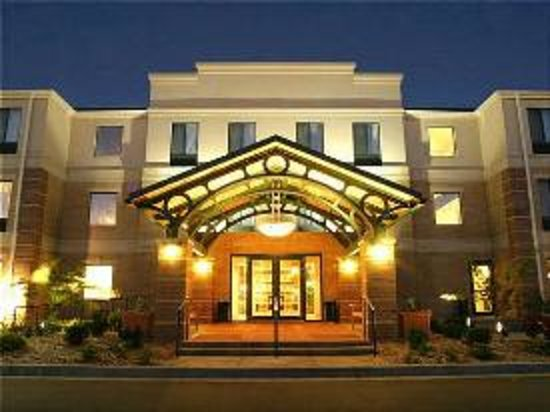 Staybridge Suites Middleton / Madison: Hotel Main Entrance