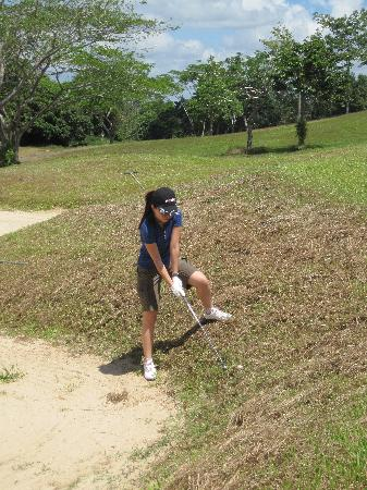 Sebana Cove Golf Resort: See the dried grass all over