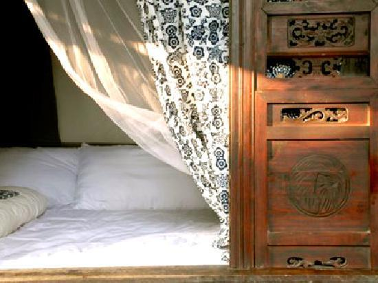 1,2,3... Guest House : Authentic traditional bed