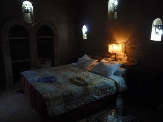 aspect de la chambre 7 en pleine journ e un peu sombre picture of kasbah ennasra rissani. Black Bedroom Furniture Sets. Home Design Ideas