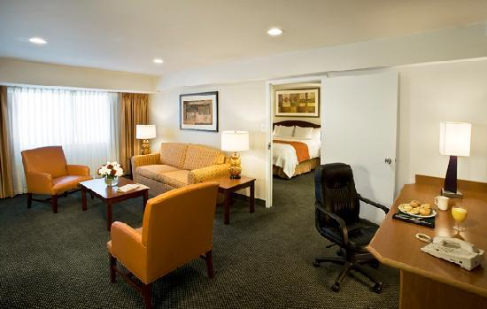 Washington Suites Alexandria: One Bedroom Suite Living Room