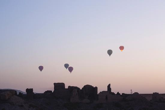 Beit Sabee Hotel: Balloons seen from the roof of Beit Sabee