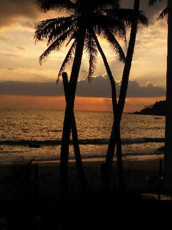 Sunset Hotel : Sunset as viewed from my room