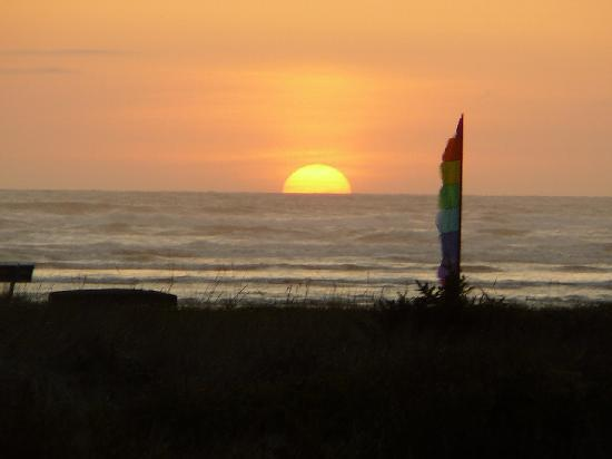 Hi-Tide Ocean Beach Resort: Another Hi_tide Sunset