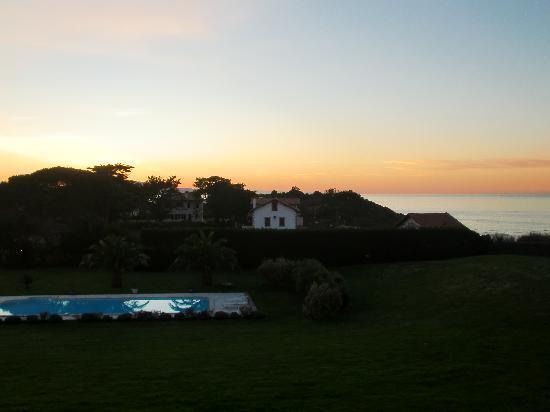 La Maison Tamarin : Sunset over pool and ocean