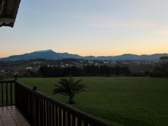 La Maison Tamarin : Sunset over mountains