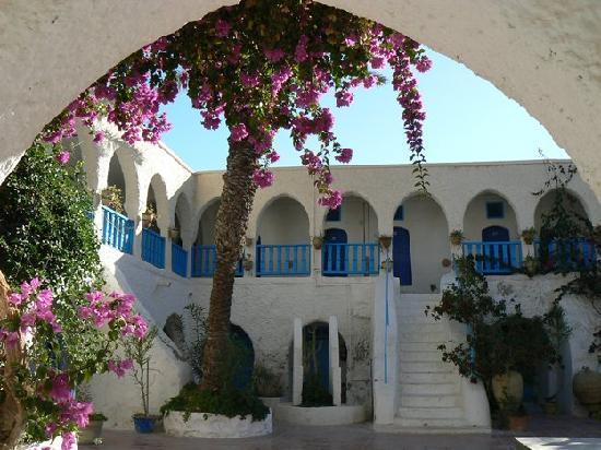 Hotel Touring Club Marhala: La cour de l'hotel