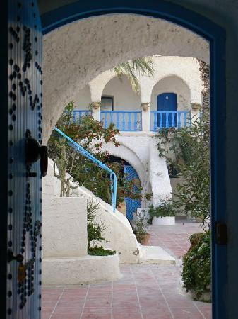 Hotel Touring Club Marhala: La cour vue de la chambre