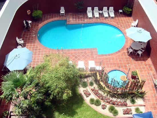 Suipacha Suites: hermosa piscina