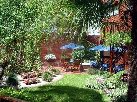 Suipacha Suites: jardin acojedor