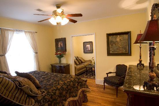 Robinwood Bed and Breakfast : The LaFayette Suite
