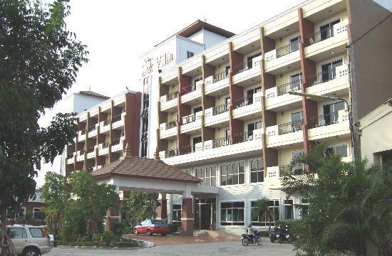 Lek Villa: Main Entrance, Front Block