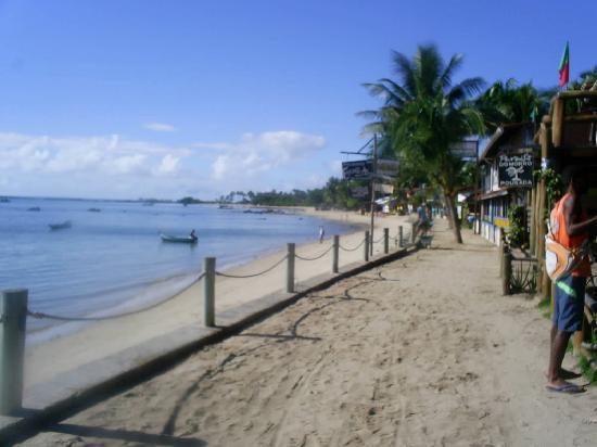 Paraiso do Morro: Vista de la Pousada desde la playa