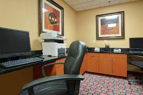 Wingate by Wyndham Greenville Airport: Business Center