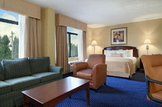 Wingate by Wyndham Greenville Airport: Jacuzzi Suite