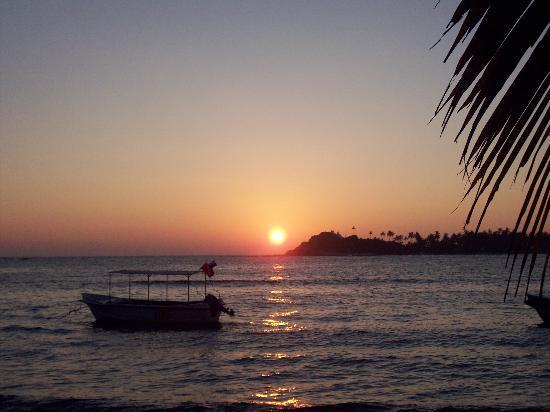 Sea Breeze Guest House: Sunset