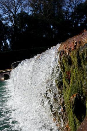 Caserta, Italy: 人造小瀑布
