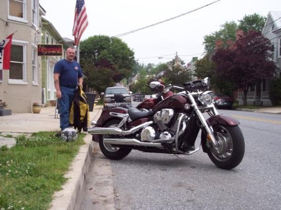 Sharpsburg, MD: Getting read to head out again after an excellent lunch. John and I got a little over 200 miles